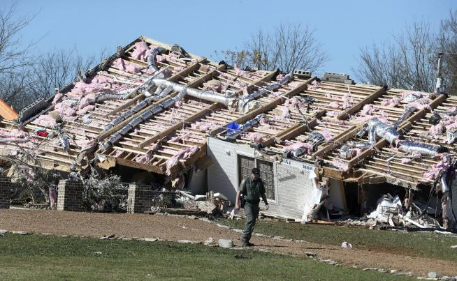 Tornado outbreak in Central Illinois