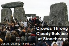 Crowds Throng Cloudy Solstice at Stonehenge