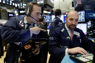 Tech Companies, Consumer Products Lead US Indexes Lower