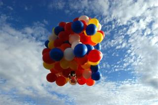 Lawn Chair Balloonist Travels in Style