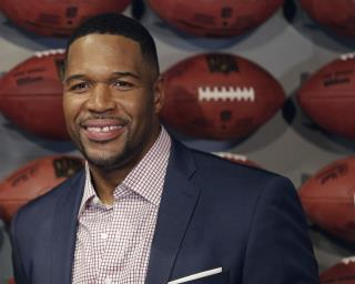 Michael Strahan to Clemson: Come to NYC for 'Proper Meal'