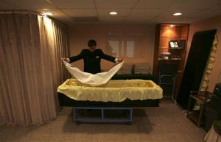 Dead' Woman Wakes Up at Funeral Home | Newser Mobile
