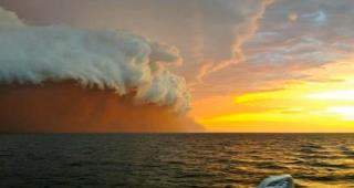 Aussies Witness Huge Dust Storm