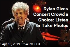 Dylan Gives Concert Crowd a Choice: Listen or Take Photos
